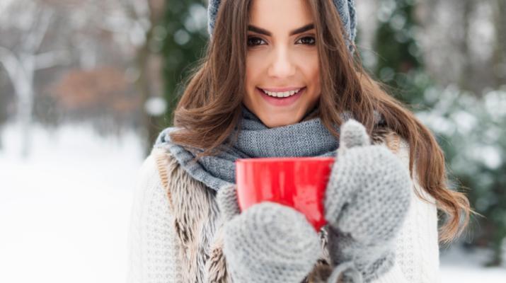 از پوست دست خود با پوشیدن دستکش در برابر خشکی و ترک خوردگی در روز های سرد محافظت کنید